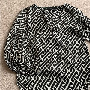 Beautiful black and white long sleeve blouse